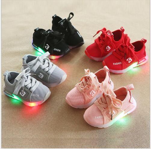 2020 nuevos más vendido de primavera y otoño de los niños LED zapatos ligeros zapatos deportivos de luz de los hombres y de las mujeres casuales zapatos de bebé antideslizantes