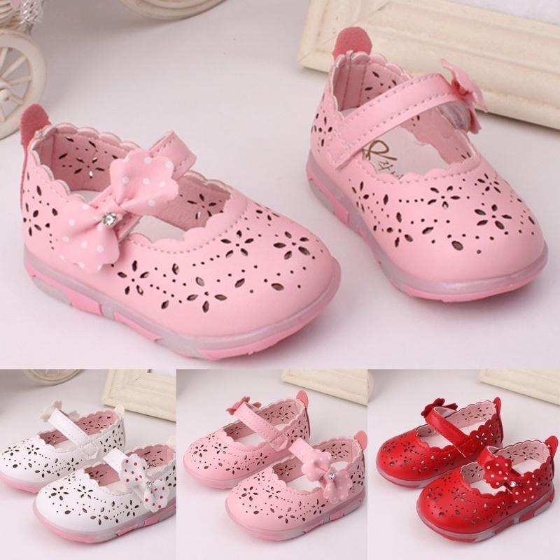 Sandales pour enfants Filles Bow-noeud creux anti-dérapant Chaussures Princesse Baby Girls Light Beach Sandales fille Breath Mignon Chaussures souples