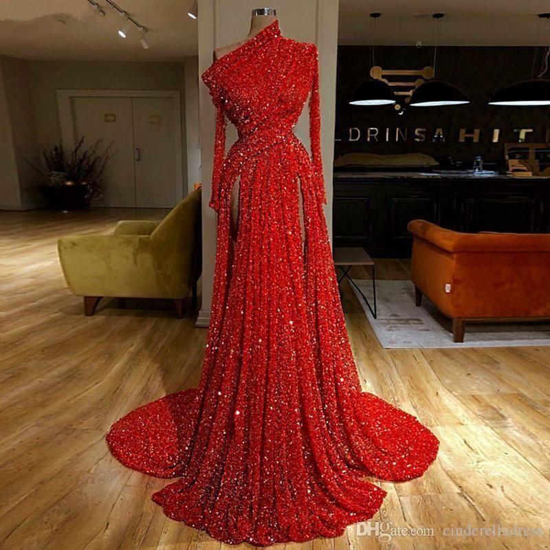 2020 Reflective Red-Abend-Festzug-Kleider mit langen Ärmeln mit Rüschen besetzten Hoch Split-formalen Partei-Kleider der hohen Kragen-Abendkleider
