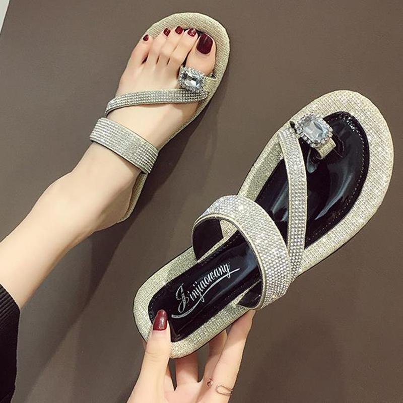 Kadınlar için 2020 yeni sandalet moda suyun her türlü yaz aylarında düz dipli anti kayma plaj terlik delmek giymek