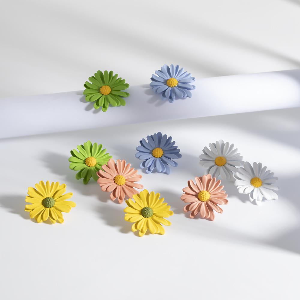 Mignon petit fleur de marguerite Boucles d'oreilles pour les femmes 925 doux en argent sterling Needle Fleur Boucles d'oreilles Holiday Party Bijoux en gros