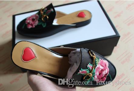 Designer de luxe Sandales Marque Brand Princetown Sandales Brodées homme femmes doux peau de vache Mules chaussures Boucle métallique pantoufles de mode