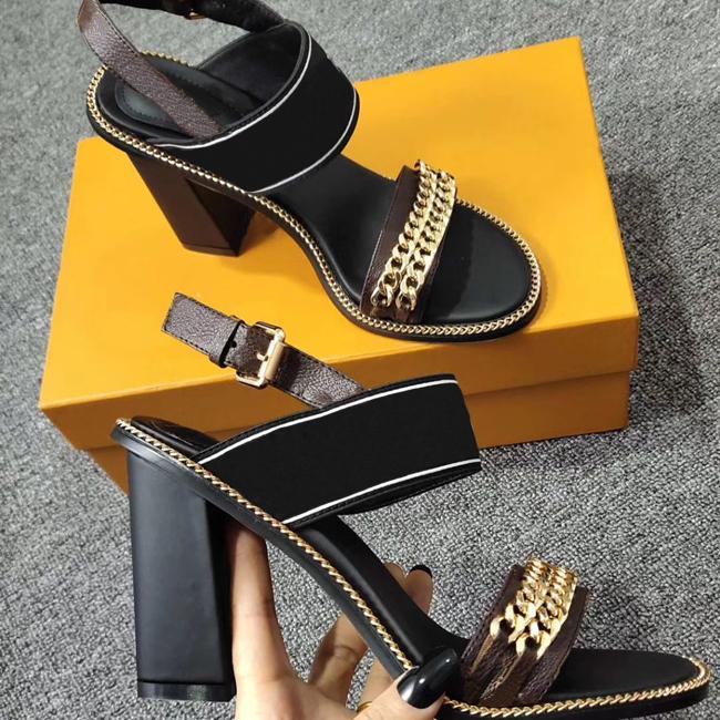 Yeni Gelenler Lüks Kadınlar Sandal Thrill Topuklar 9.5cm Kadınlar Benzersiz Tasarımcı Sivri burun Elbise Düğün Ayakkabı Seksi ayakkabı Harfler topuk Sandalet