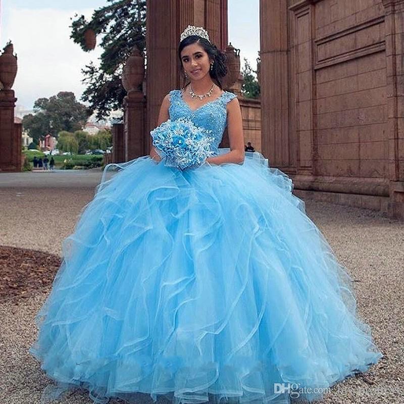 Bleu Ciel Volants Broderie Perlé Cristal Quinceanera Doux 16 Robes 2020 Col En V Cap Manches En Tulle De Bal Robes Pageant Partie Vestidos