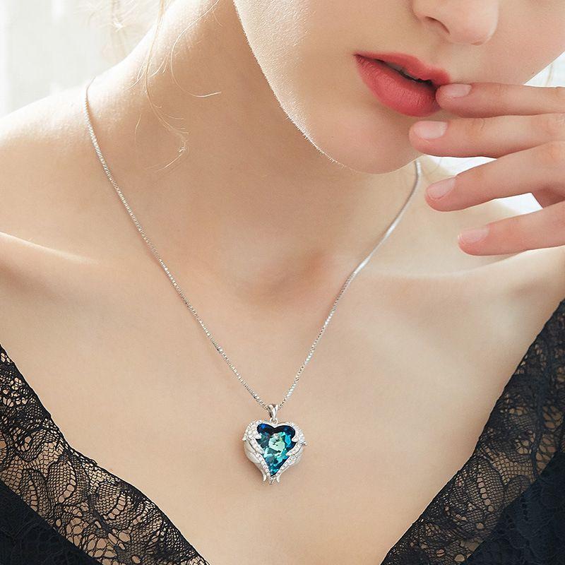Señoras de la moda de joyería azul / púrpura / amarillo collar de cristal para las mujeres del corazón colgante pavé Zircon encanto de cadena corta joyería kolye