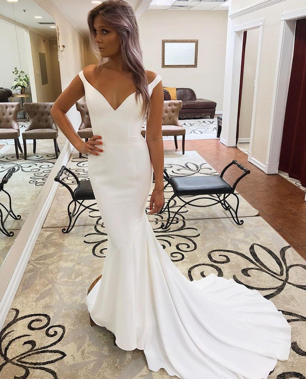Vintage Long Sleeveless Satin V-Necck Wedding Dresses Lace Up Back Sweep Train Custom Made Ivory Bridal Gowns Brautkleid for Women