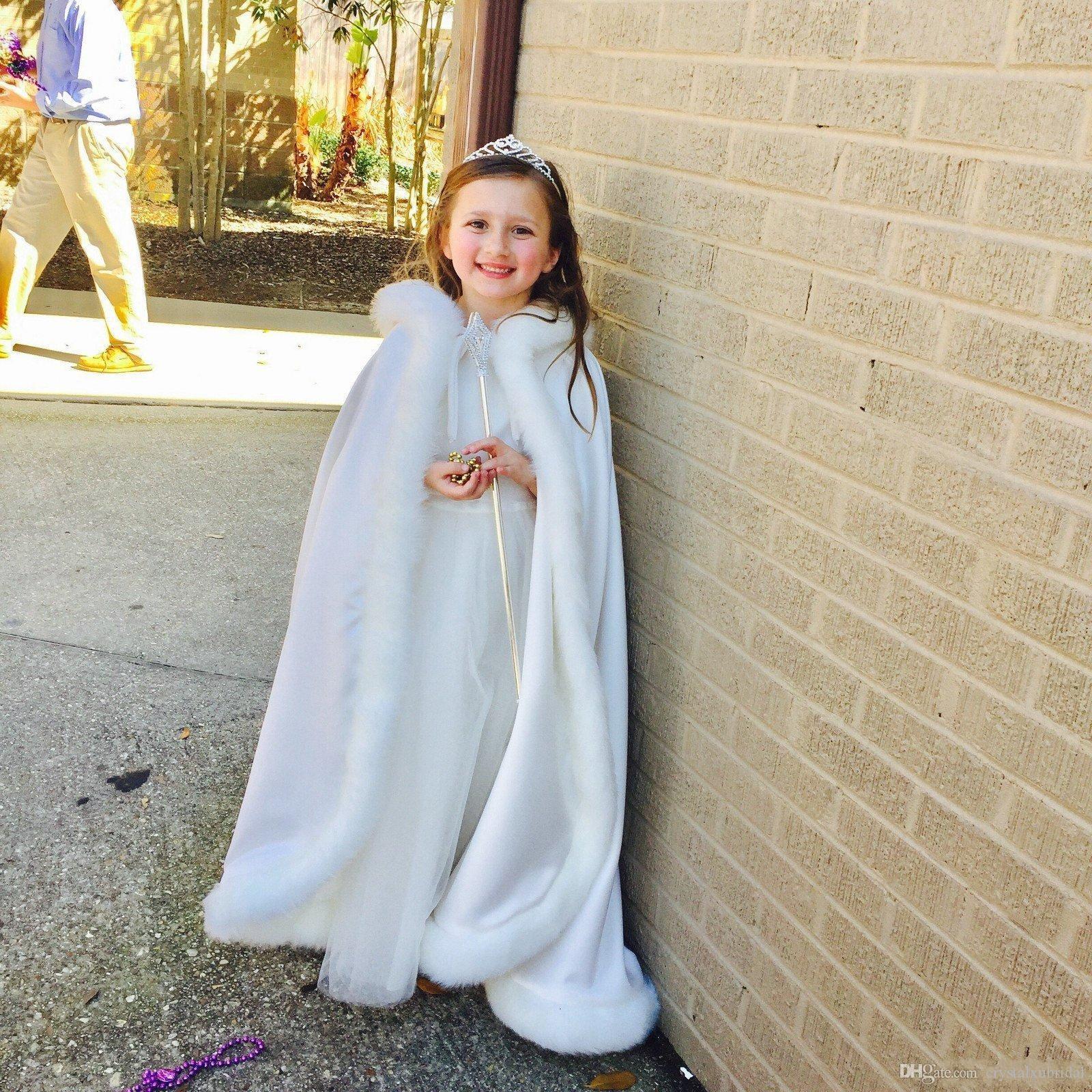 Ucuz Uzun Kat Uzunluk Kapşonlu Çiçek Kız Cape ucuz Custom İçin Düğün Cloaks Noel Beyaz Fildişi Faux Fur Kış Düğün Ceket sarar