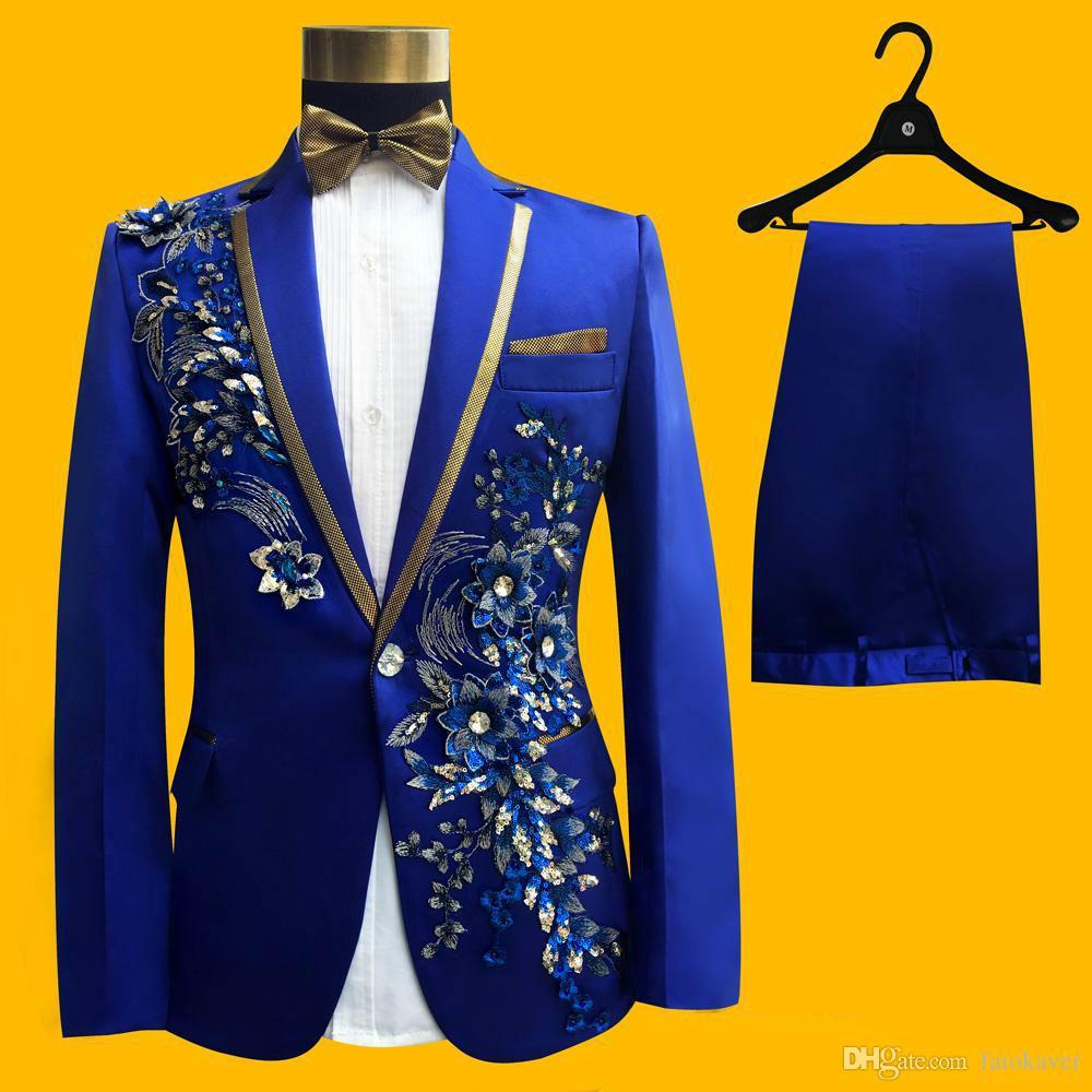 2019 تصاميم جديدة زرقاء الرجال دعوى 2 أجزاء الدانتيل الترتر يتأهل زائد حجم فستان الحفلة الراقصة الذروة الشق التلبيب الزفاف البدلات الرسمية (سترة + سروال + ربطة الانحناءة)
