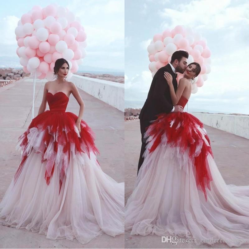 프릴이 웨딩 드레스의 연인 A 라인 푹신한 얇은 명주 그물 신부 가운 나라 보헤미안 웨딩 드레스 BC2629 계단식 2020 레드 레이어