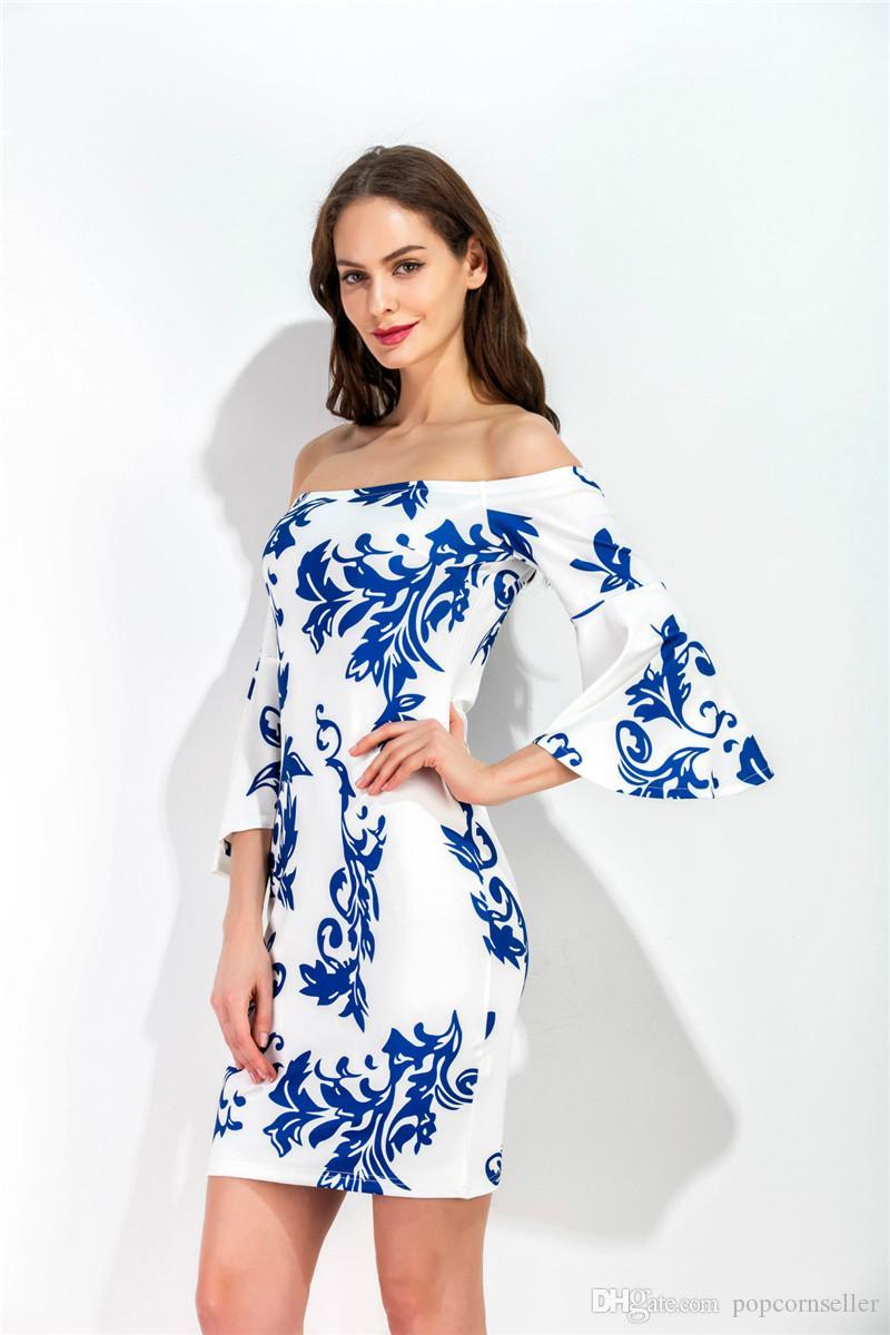 Frauen Designer Slash Neck Kleider blaue und weiße Porzellan gedruckt dünne Bell-Hülsen-Kleider Sommer Damenmode