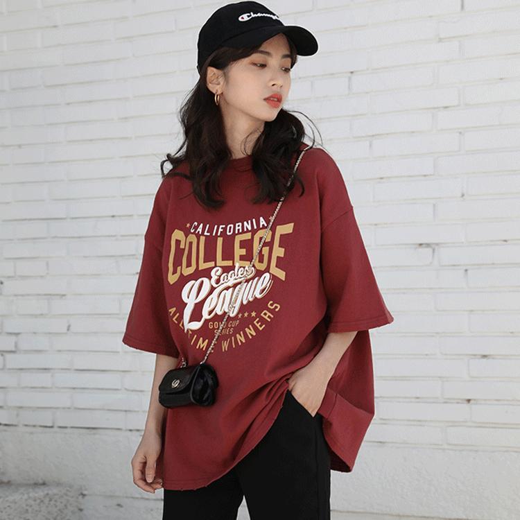 İlkbahar / Yaz 2020 şık harfin yeni Kore versiyonu baskılı kısa kollu tişört kadın üniversitesi tarzı uzun gevşek üst