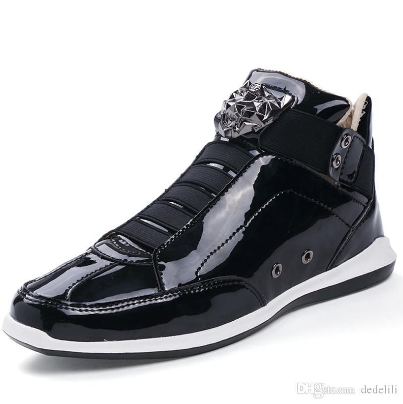 Großhandel 2020 heißen Verkauf-koreanischen trendy Modedesigner Schuhe Silber Gold schwarz glänzend hell Herren stilvoll roter Teppich bevorzugten Schuhe
