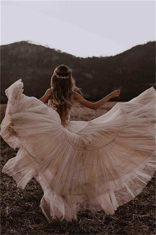 Champaña desnuda Boho Una línea Vestidos de novia 2020 Profundo con cuello en V apliques de encaje sin respaldo Vestidos nupciales Playa Vestido de NOIVA Vestidos nupciales
