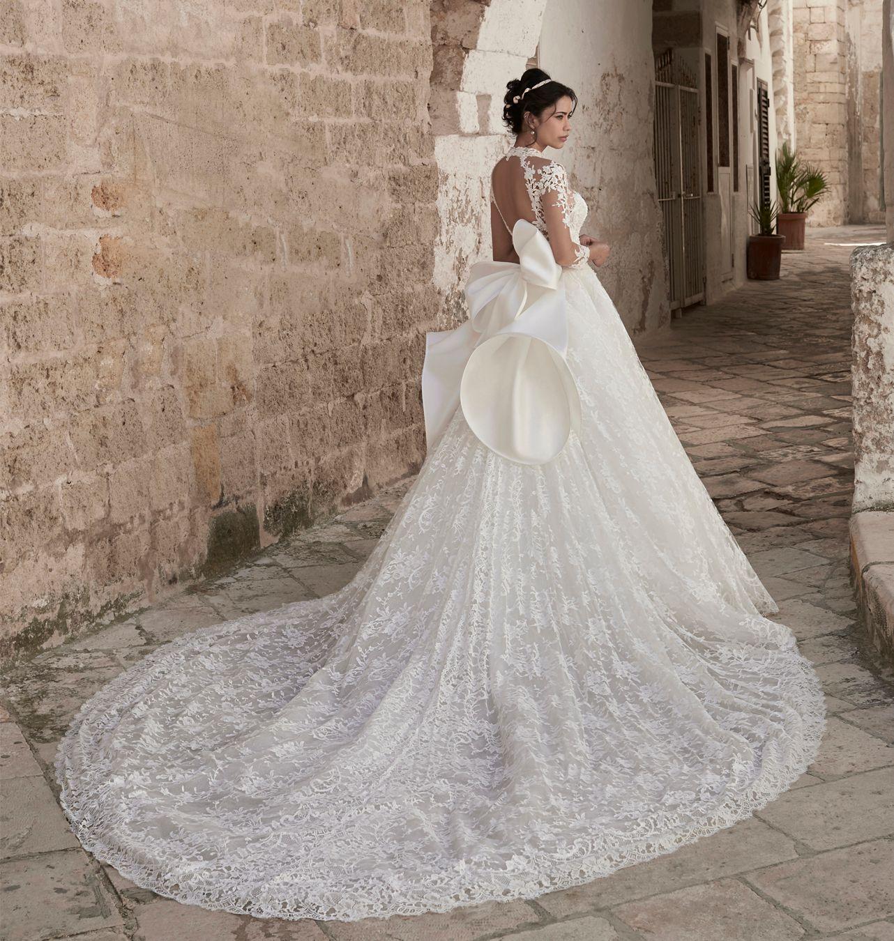 2020 A Line Beach Wedding Dresses Jewel Neck Hollow Back Long Sleeve Bow Appliques Tulle Wedding Dresses Court Train Boho Bridal Gowns