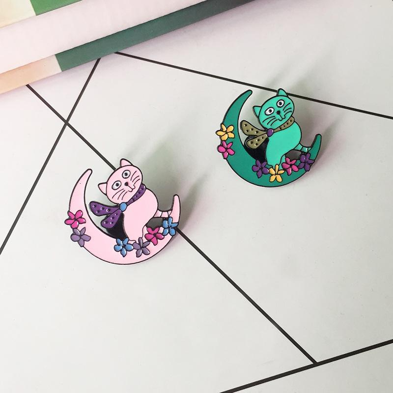 Green Pink Colour Moon Cat Brooch Children Lovely Flower Moon Animal Badge Cowboy Accessories High Quality Lapel Pin Scarf Clip apparel