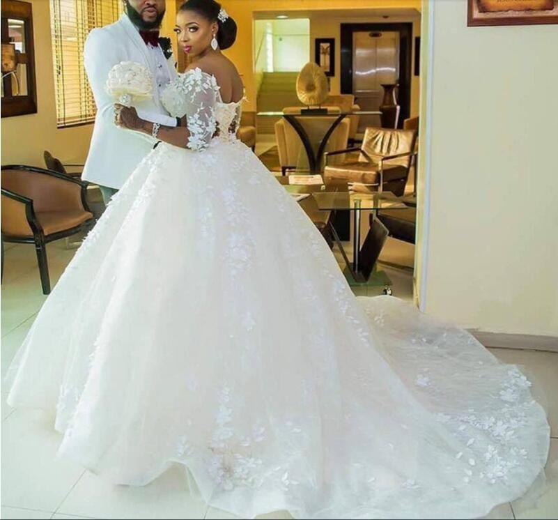 Свадебное платье африканские черные девушки шикарное Очаровательная бальное платье совок с длинным рукавом свадебные платья Часовня поезд белый тюль кружева цветок Юг