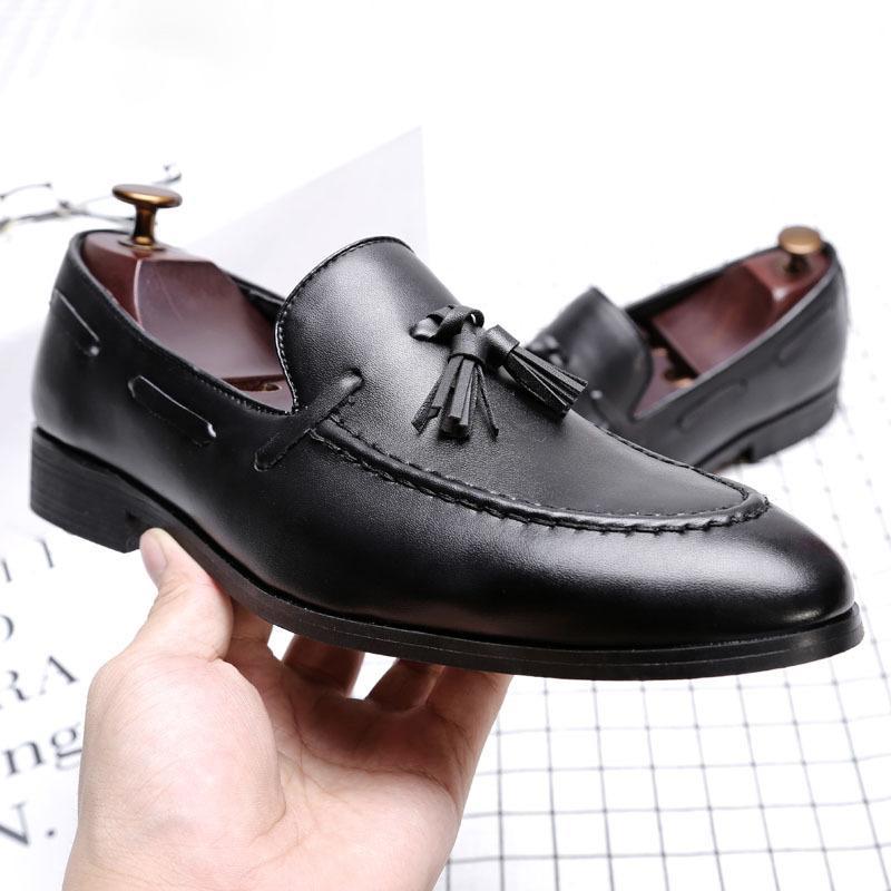 İtalyan Oxford Ayakkabı Erkekler Için Tasarımcı Resmi Erkek Elbise Ayakkabı Deri Siyah Lüks Parti Düğün Ayakkabı Erkekler Püsküller Flats Loafer'lar