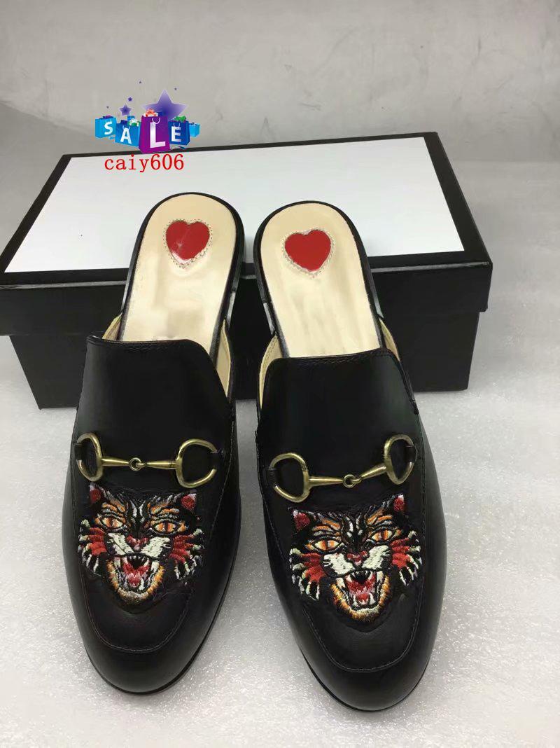 Hot Sale Quatre saisons de Princetown 423513 design classique glissant pantoufles de plage boucle métal mou Lovers chaussures 36-45