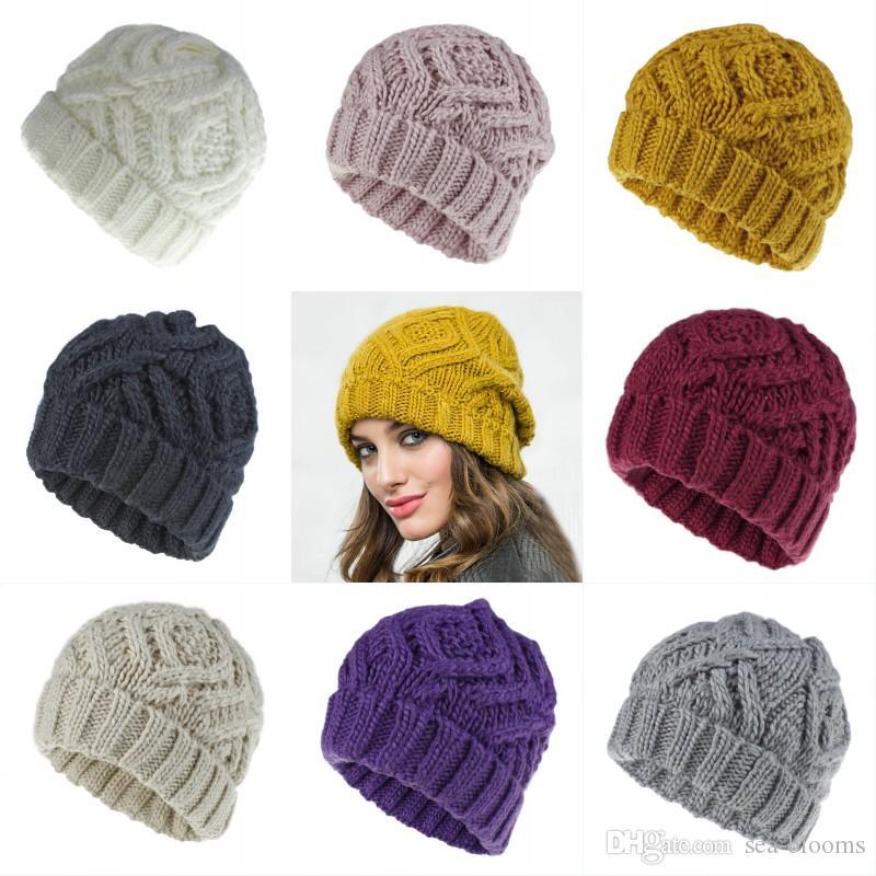 Men//Women Love Volleyball Outdoor Warm Beanies Hat Soft Winter Skull Caps