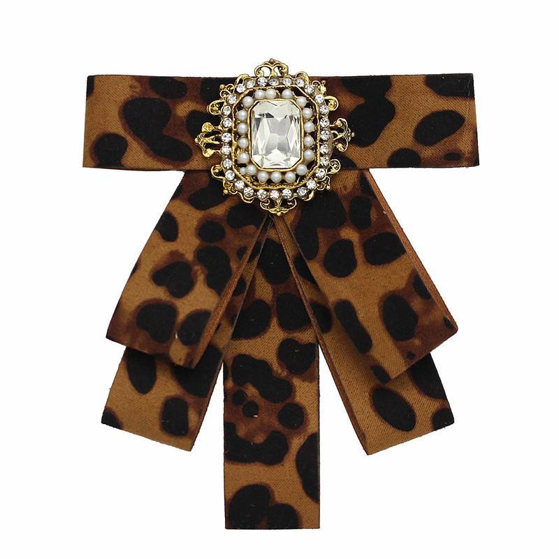 Moda Nuevo diseño de marca Flannel Bow Lazos para mujeres / hombres Leopard Broche con diamantes de perla Joyería al por mayor Venta caliente
