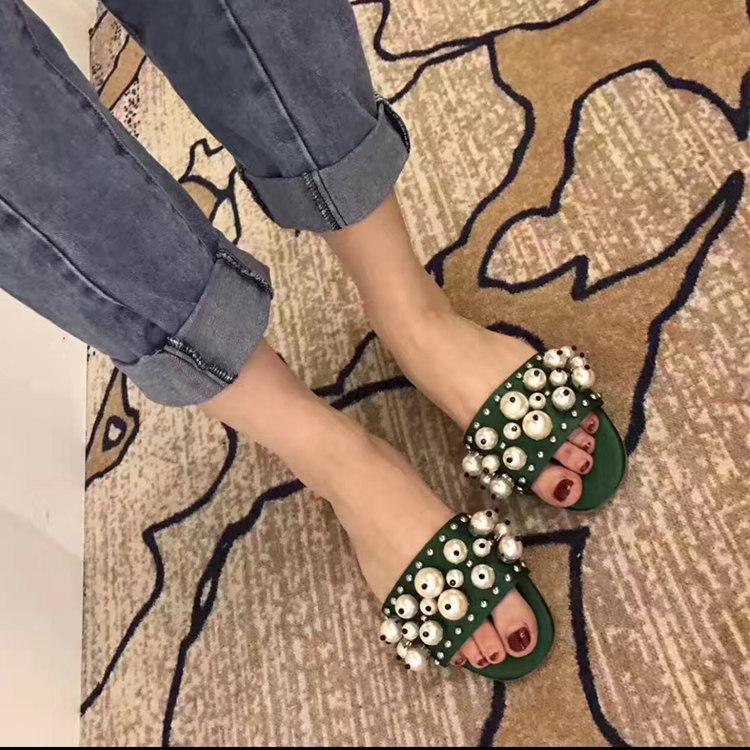 sandalias de las mujeres calientes de la venta-verano plataforma de los zapatos de cuña ootwear 2019 zapatos de primavera verano caliente Mujer Terciopelo perlas zapatillas diseñador de la mujer Coz