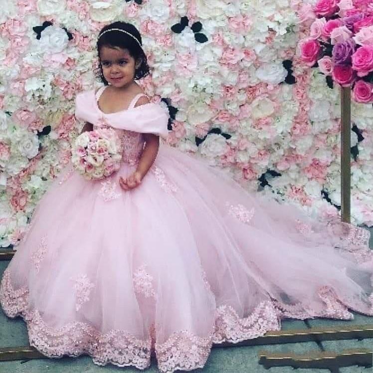 2020 di colore rosa dei vestiti della nuova Principessa gonfi ragazze Pageant Lace Appliques in rilievo di cristallo di Tulle bambini di promenade Bambino Prima Comunione Abiti