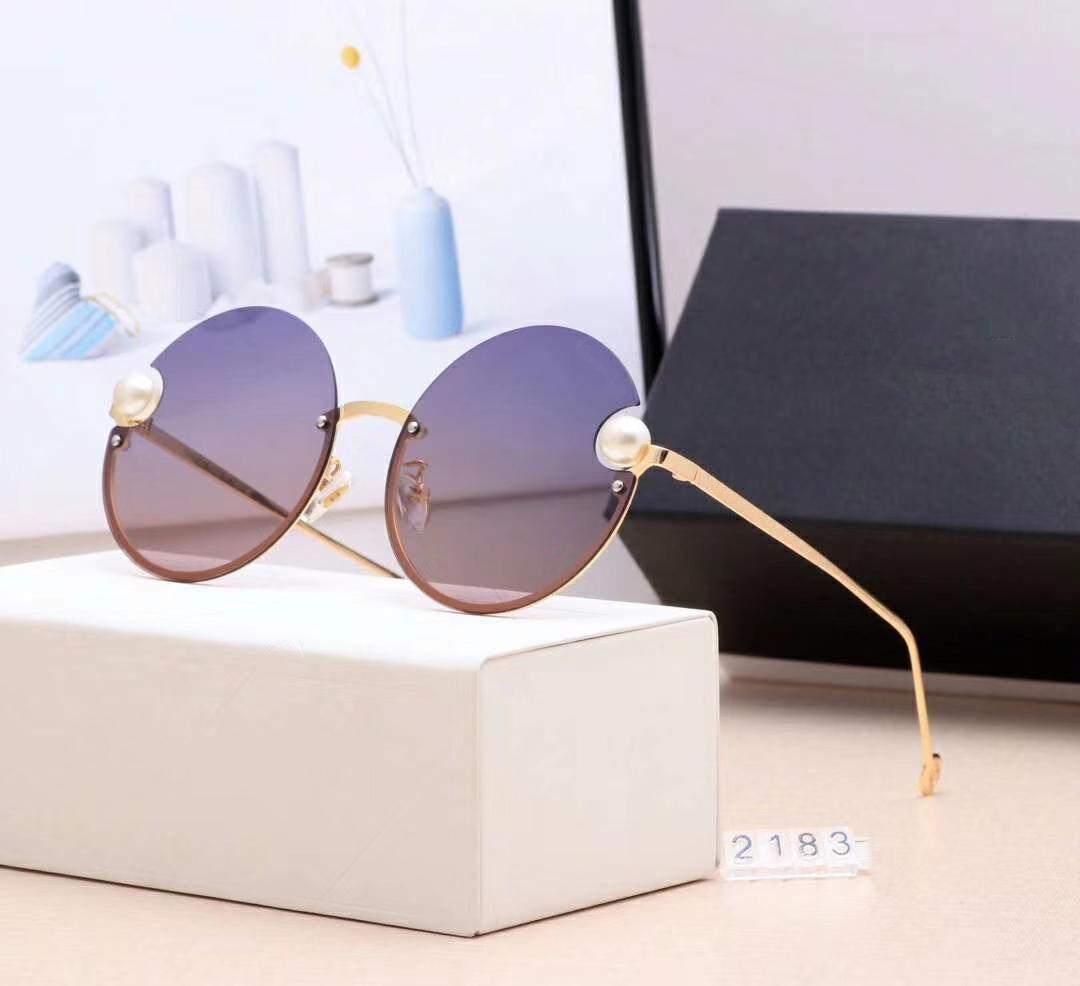 UV400 Gafas de sol Designer de lujo de la marca de lujo para mujer con C2183 Modelo Pearl Fashion Stylish 5 colores Sunglasse Box QXBGQ
