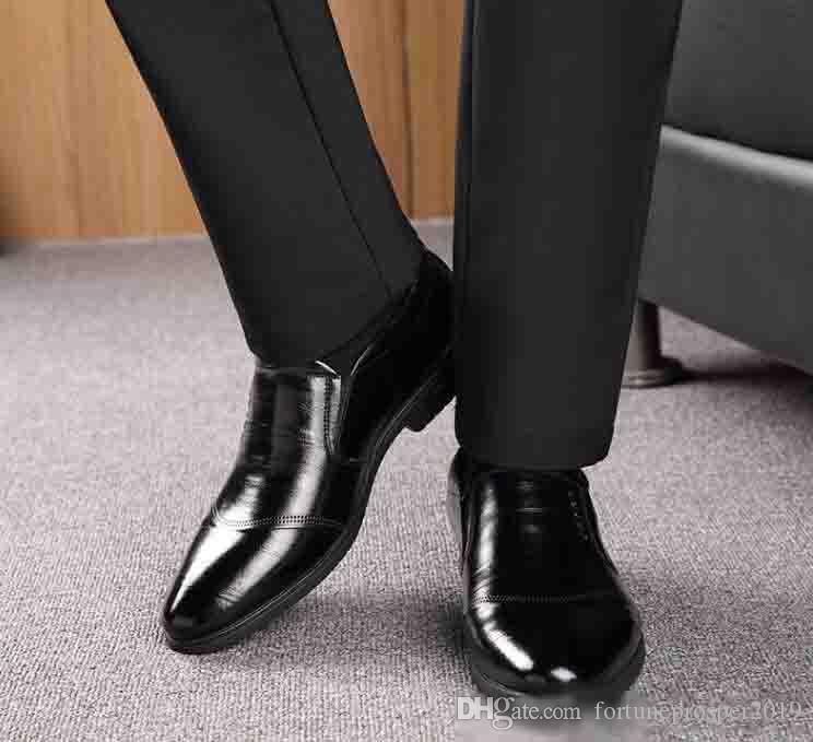 Men Dress affari scarpe di moda Classic Slip On Appartamenti convenzionali del partito Ufficio di nozze Maschio Oxfords Shoes