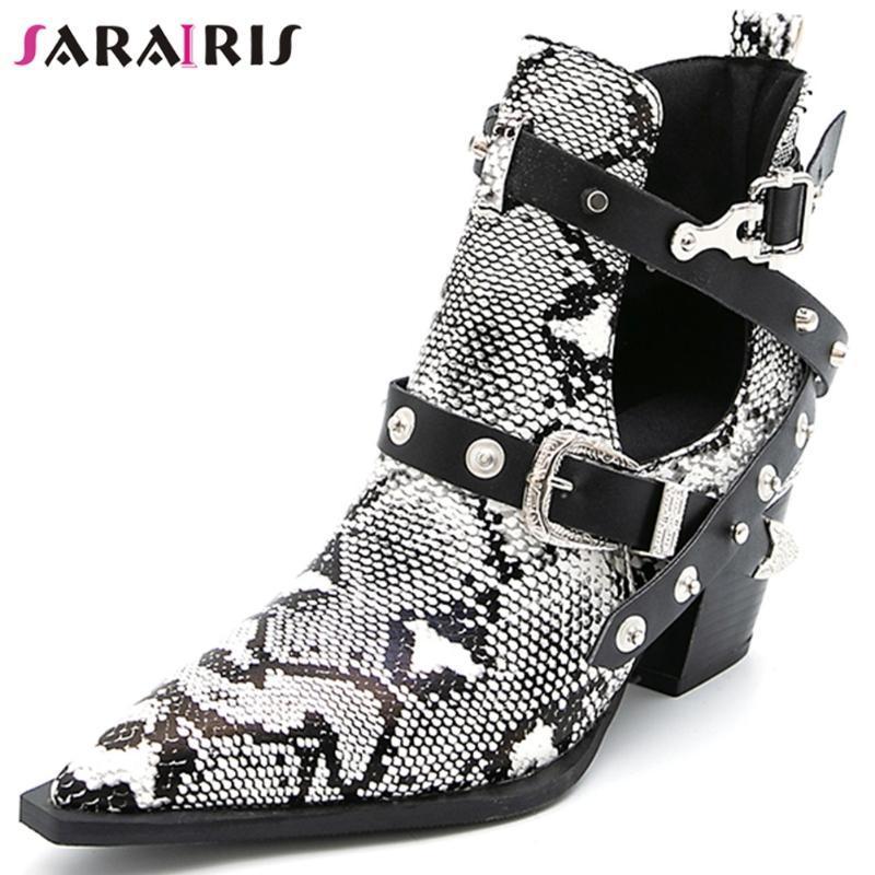 SARAIRIS 32-50 Marka Lady Parti Boots Chunky Yüksek Topuklar Yaz Boots Kadınlar Kemer Toka Perçin Yılan Baskılar Bilek Ayakkabı Kadın