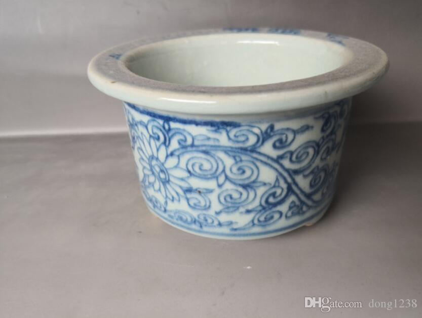 Chinese old porcelain Blue and white porcelain flowerpot