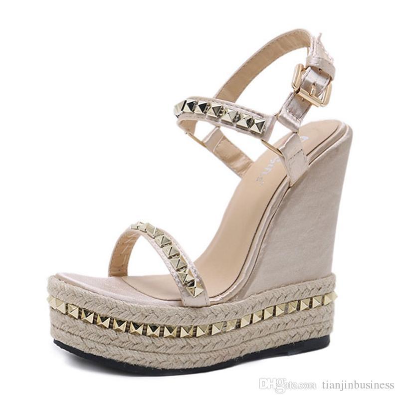 Sandali da donna oro Sandali con plateau Scarpe da donna Scarpe con tacco alto estivo Cinturini alla caviglia Chaussures Femme Scarpe con zeppe a rivetto