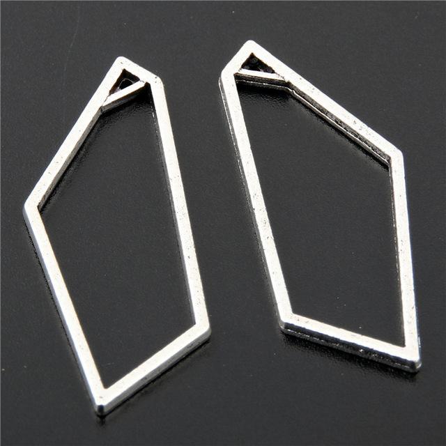 Accessori 30pcs d'argento di colore poligono con triangolo fascino del metallo per monili che fanno i pendenti accessori dei monili A2642