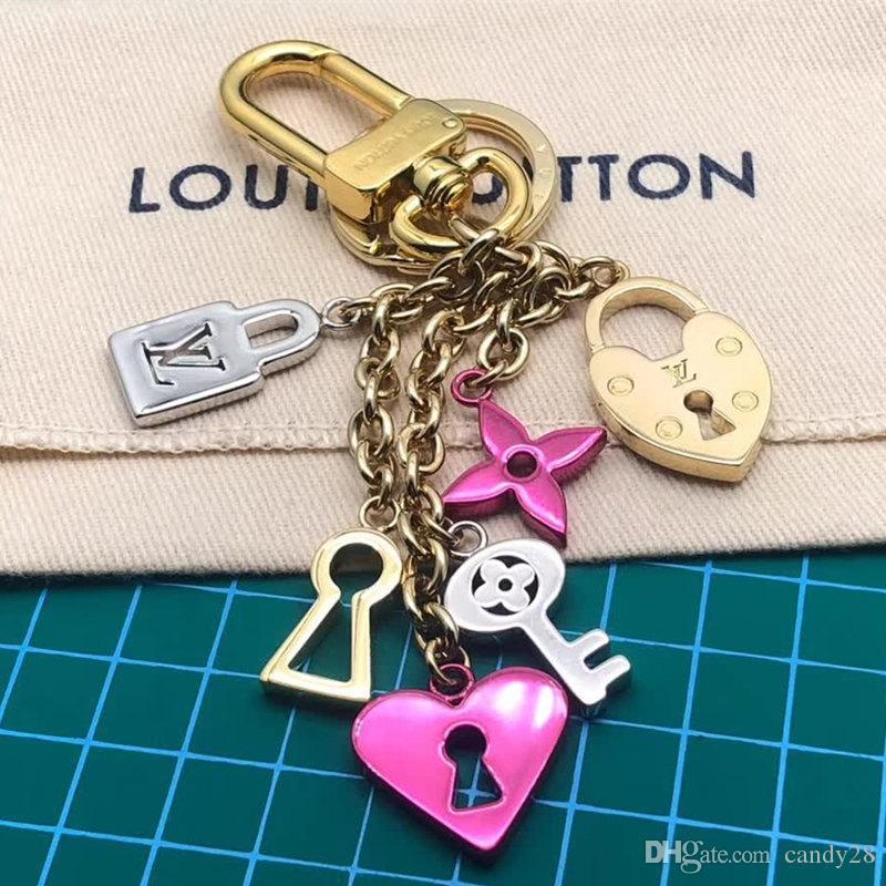 Nuovi bellissimi portachiavi in metallo Love Lock Accessori di design per borse di lusso Portachiavi Regalo Mini borsa in vera pelle Design con scatola