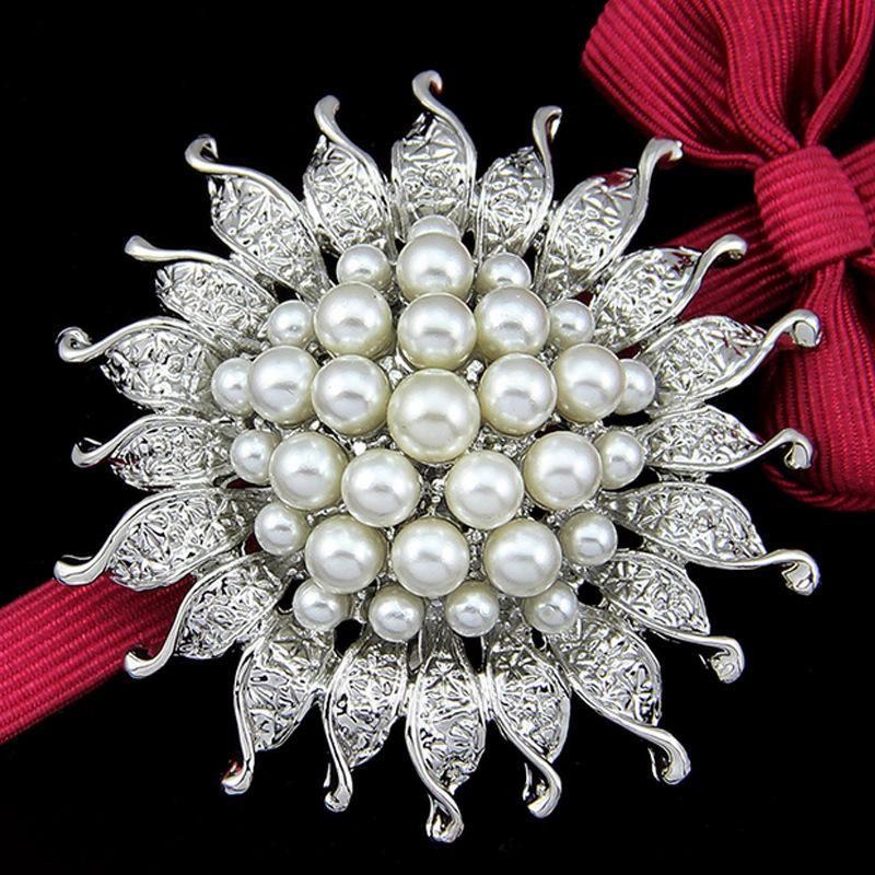 Korean version of the hot fashion pearl brooch alloy brooch pin sun flower silk scarf buckle water drill brooch