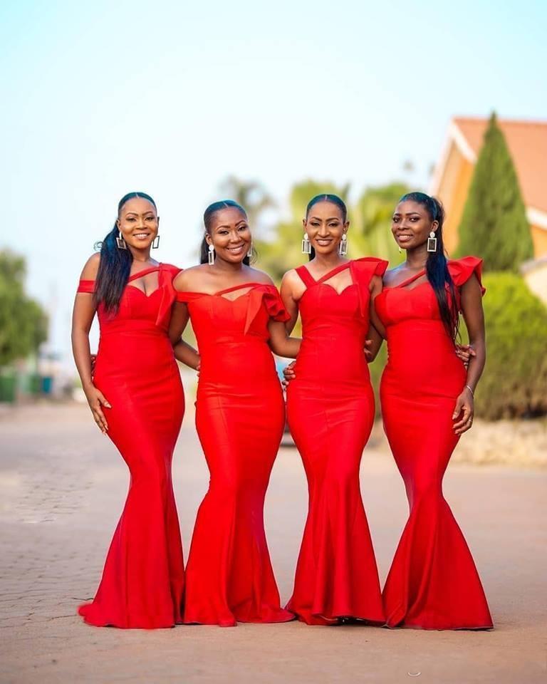 Red African Mermaid Brautjungfer Kleider weg von der Schulter Satin bodenlangen Garden Country Hochzeit Gastkleider Trauzeugin Kleid Plus Size