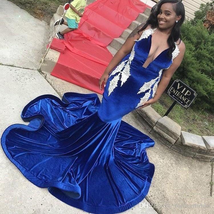 섹시한 로얄 블루 벨벳 공주 댄스 파티 드레스 2020 깊은 V 넥 스윕 기차 새해 플러스 사이즈 저녁 파티 가운 특별한 드레스