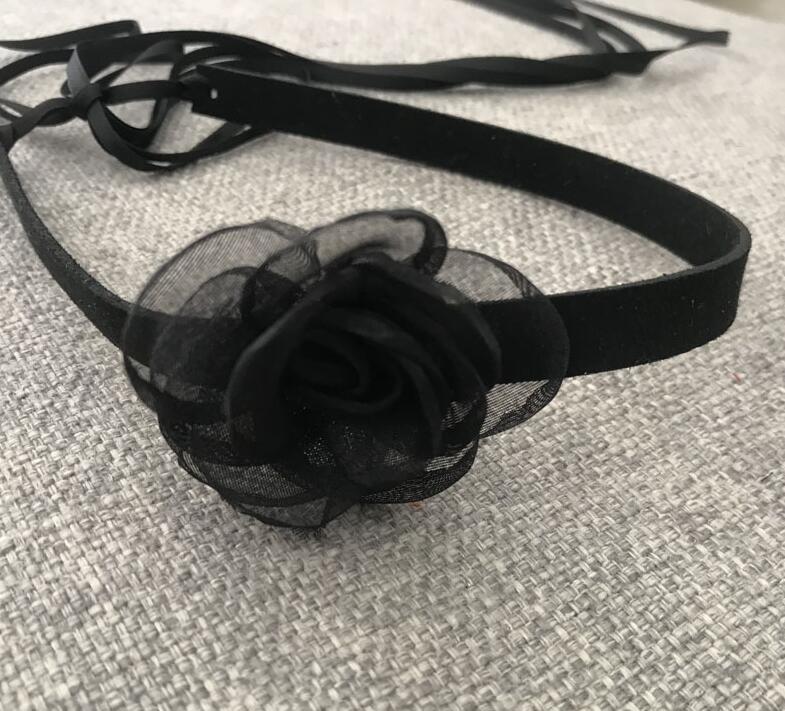 2020 New Classic Kamelien Blumechoker reine schwarze dunkle Retro Bindung Punk HalsketteChoker ohne Schnallen Hals Zubehör