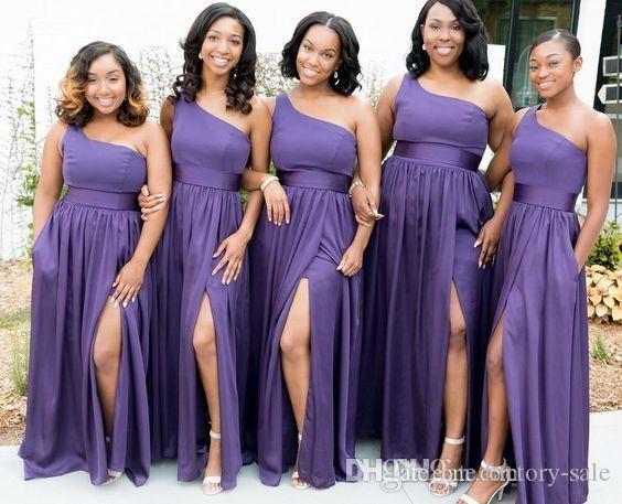 Sudafricano 2020 Una línea Vestidos de dama de honor púrpuras Un hombro Vestido de fiesta de boda dividido de lado alto sexy Gasa Vestidos de dama de honor personalizados