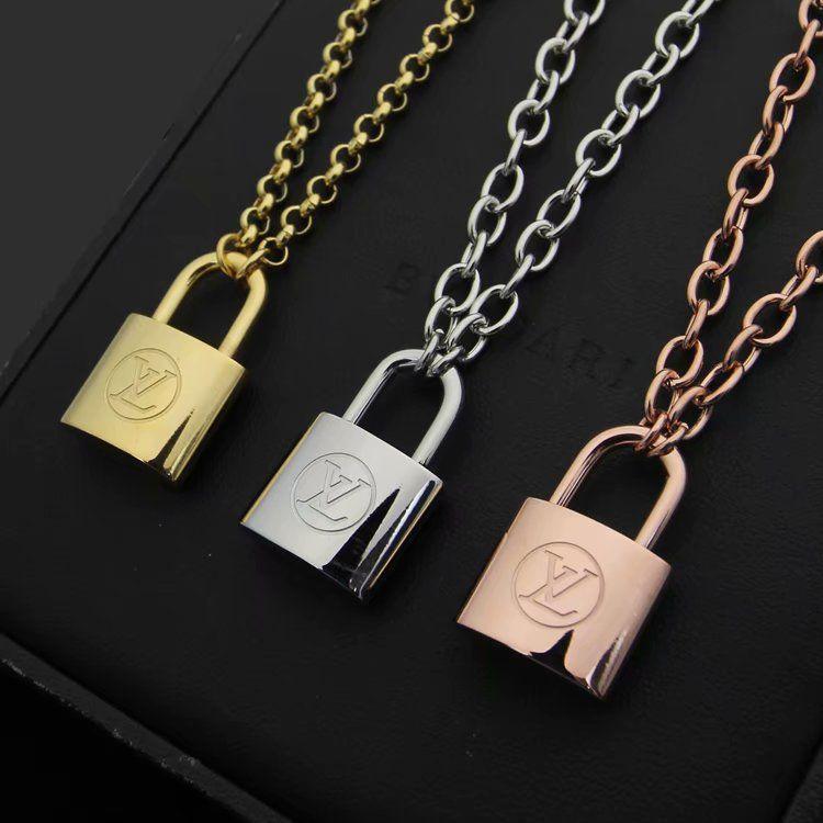 Nova Chegada de aço Moda Lady 316L Titanium 18K banhado a ouro Grosso colares Com V Letter Bloqueio Pingente Rose ouro