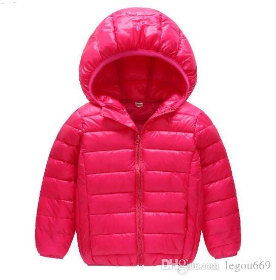 Giù il cotone dei vestiti dei nuovi bambini per l'inverno 2019 leggeri piumini con cappelli per ragazzi e ragazze per il tempo libero W1304