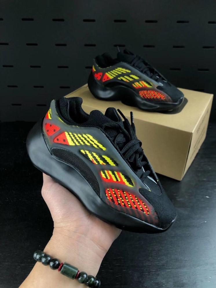 2020 yeni Çocuk Ayakkabı Bebek Bebek Run Sneakers Kanye West yez 700 Koşu Ayakkabı Bebek Çocuk Boys And Girls Chaussures Enfants 28-35 dökün