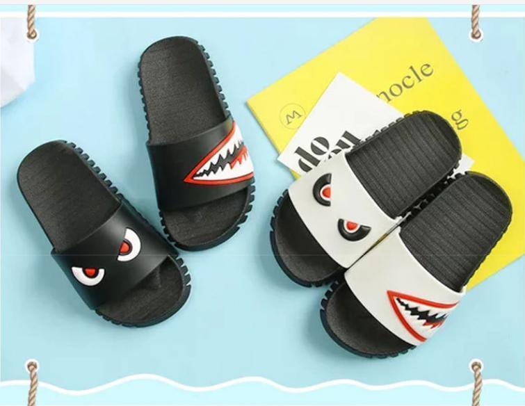 2020 Kid Designer Chaussons de luxe Slipper tout neuf enfants chaussons d'été garçon Chaussures fille Chaussures Indoor Accueil Slip mignon Big bébé Chaussons