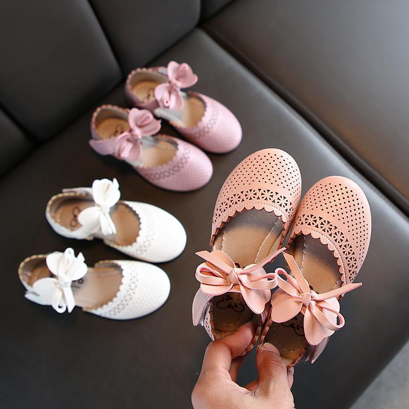 Мода Причинно Довольно лето малышей Детская обувь для девочек Bowknot Цветочные выдалбливают сандалии партии платья принцессы обувь M200612