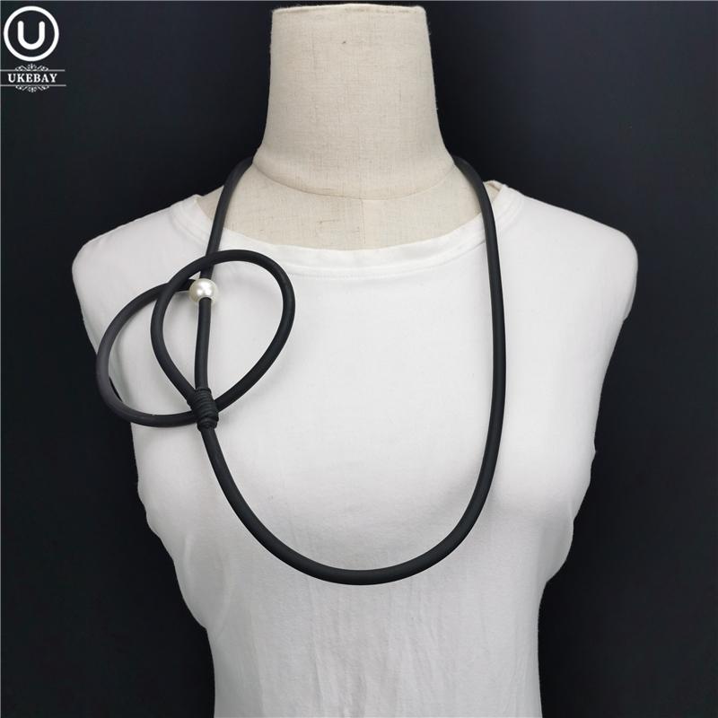 UKEBAY nuevo diseñador de joyería hecha a mano collar de la mujer de torsión de goma al por mayor de joyería suave Gargantilla Collares accesorios de viaje White Pearl