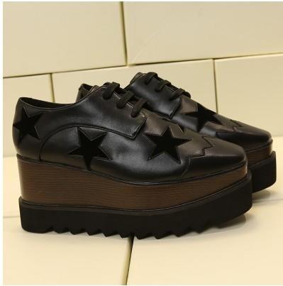 2019 Heißer Verkauf! Stella Mccartney Frauen Stern-Plattform-Schuhe Top-Qualität Kalbsleder echtes Leder 7cm Keil Oxfords Elyse Turnschuhe mn010