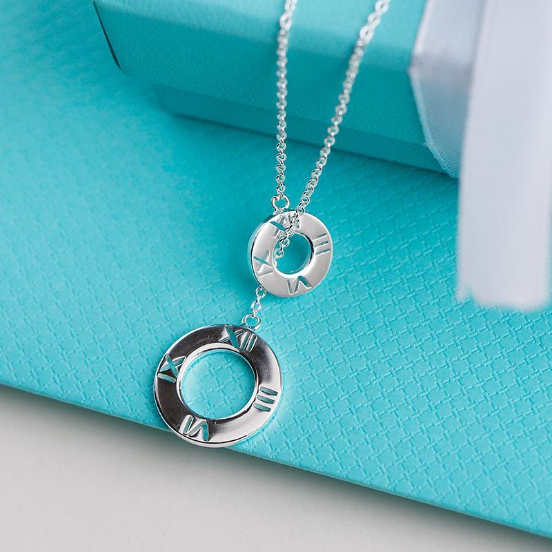 TIF S925 gümüş kolye, yaratıcı oyulmuş Romen rakamları ve iki kolye. Şık bayanlar takı