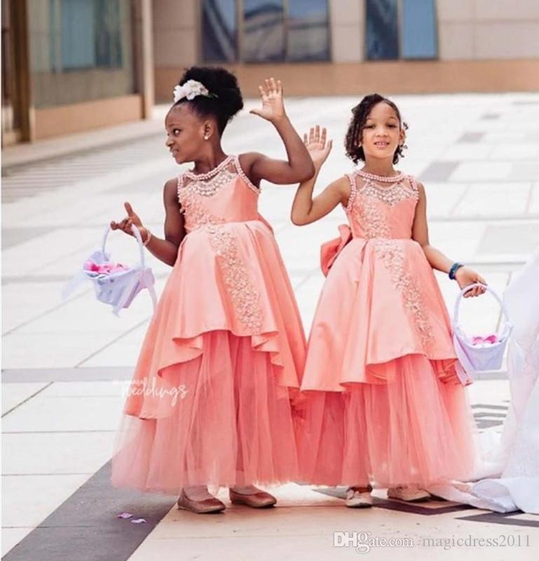 Prinzessin afrikanischen Blumenmädchenkleider für Hochzeiten Tiered Satin und Tüll erste Kommunikation Kleid knöchellangen Mädchen Festzug Kleider