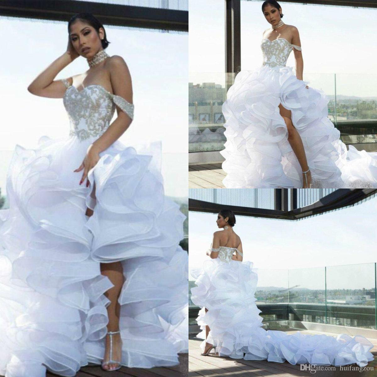 Vestidos de novia atractivos del muslo de las aberturas altas 2019 fuera del hombro rebordeado con volantes en niveles Organza vestido de boda de playa vestidos de novia por encargo baratos
