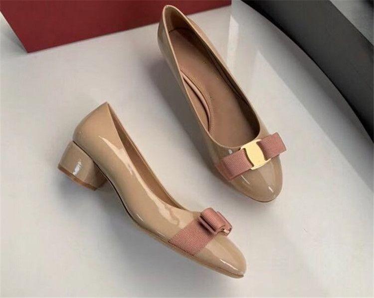 Дизайнерские платья женщин обувь пряжки металла насосы лакированной кожи Мокасины верхнего качества дамы Средний каблук Свадебная обувь партия Q-404