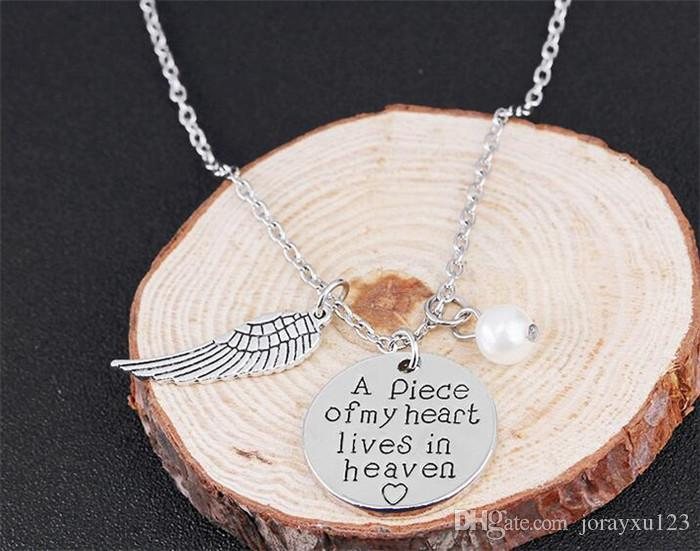120 piezas Un pedazo de mi corazón vive en el cielo 'Collar de recuerdo del collar de escritura personalizada Memoria del ala del ángel J213